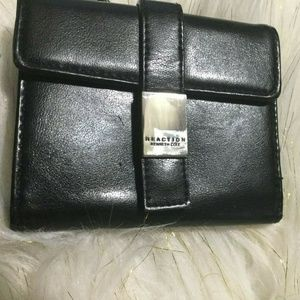 NWOT KENNETH COLE REACTION WALLET